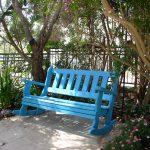 ספסל מתנדנד על משטח. מעץ מלא. במידות שונות ובמבחר עשיר של צבעים.