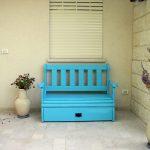 ספסל מעץ מלא, לאחסון וישיבה בנוחות שקטה. במידות שונות ובמבחר עשיר של צבעים.