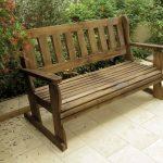 ספסל לגינה מעץ מלא. במידות שונות ובמבחר צבעים עשיר.