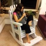 כסא הנקה לבן מבית היוצר של דרך העץ-נוחות שקטה