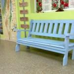 ספסל עץ בצבע תכלת, על רצפת שיש. במידות שונות ומבחר עשיר של צבעים.