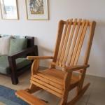 כיסא נדנדה בתוך הבית. דגם: בלו 91. מעץ מלא. במידות שונות ובמגוון רב של צבעים.