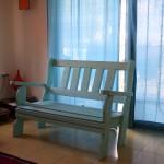 ספסל בתוך הבית. מעץ מלא. במידות שונות ומבחר עשיר של צבעים.