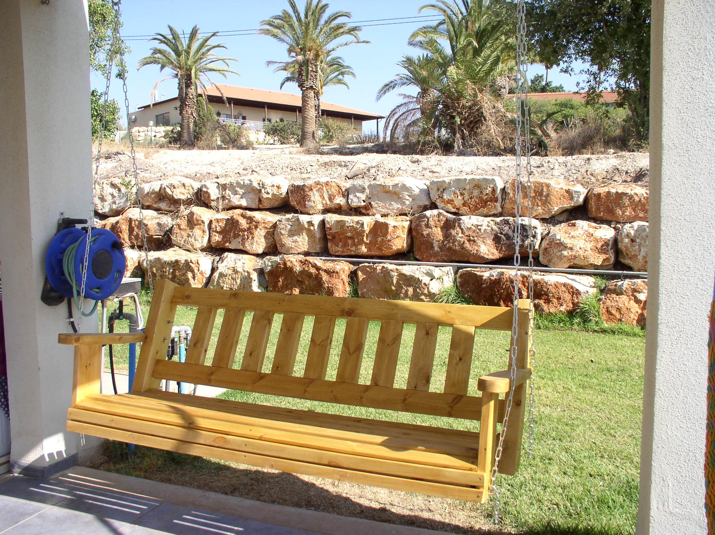 מושב נדנדה לתלייה מעץ אורן מלא.