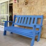 ספסל בגוון כחול לנוחות שקטה