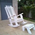כסא נדנדה לבן למרפסת
