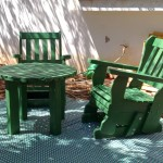 כיסא נדנדה, מעץ מלא, במידות שונות ובמגוון עשיר של צבעים.