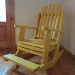 כיסא עם מדרך. דגם: בלו 83.מעץ מלא. מידות שונות ובמבחר עשיר של צבעים.