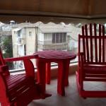 זוג כיסאות אדומים. דגם: בלו 83. מעץ מלא. מידות שונות ומגוון עשיר של צבעים.