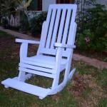 כיסא נדנדה עם מדרך לרגליים