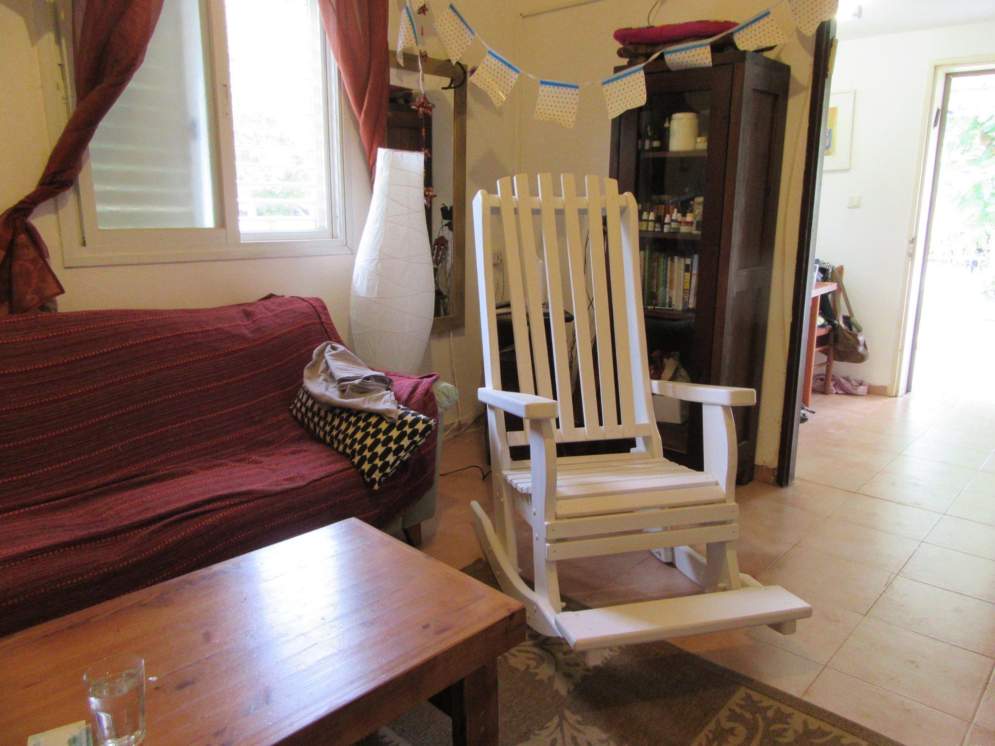 כיסא, דגם בלו 91, עץ מלא, מידות בהתאמה אישית ובמגוון רחב של צבעים.