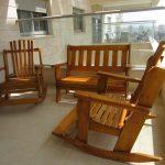 ספסל ושני כיסאות דגם: בלו 83. מעץ מלא. במידות שונות ובמגוון עשיר של צבעים. רהיטים לתוך הבית ולגינה.