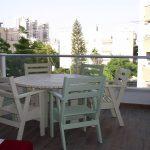 שולחן וכיסאות מעץ מלא. דגם: בקלילות. במידות שונות ובמגוון עשיר של צבעים.