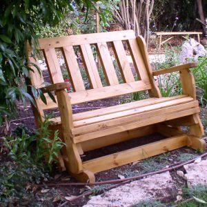 ספסל נדנדה לדשא
