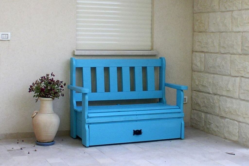 ספסל מעץ לגינה עם ארגז אחסון