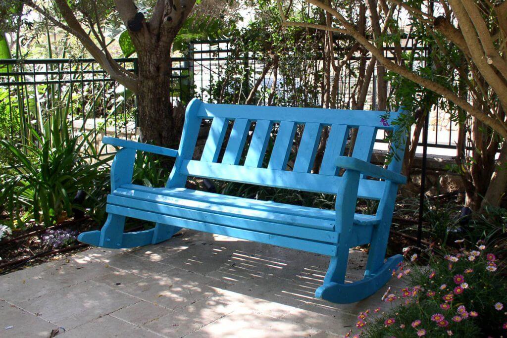 ספסל נדנדה מעץ