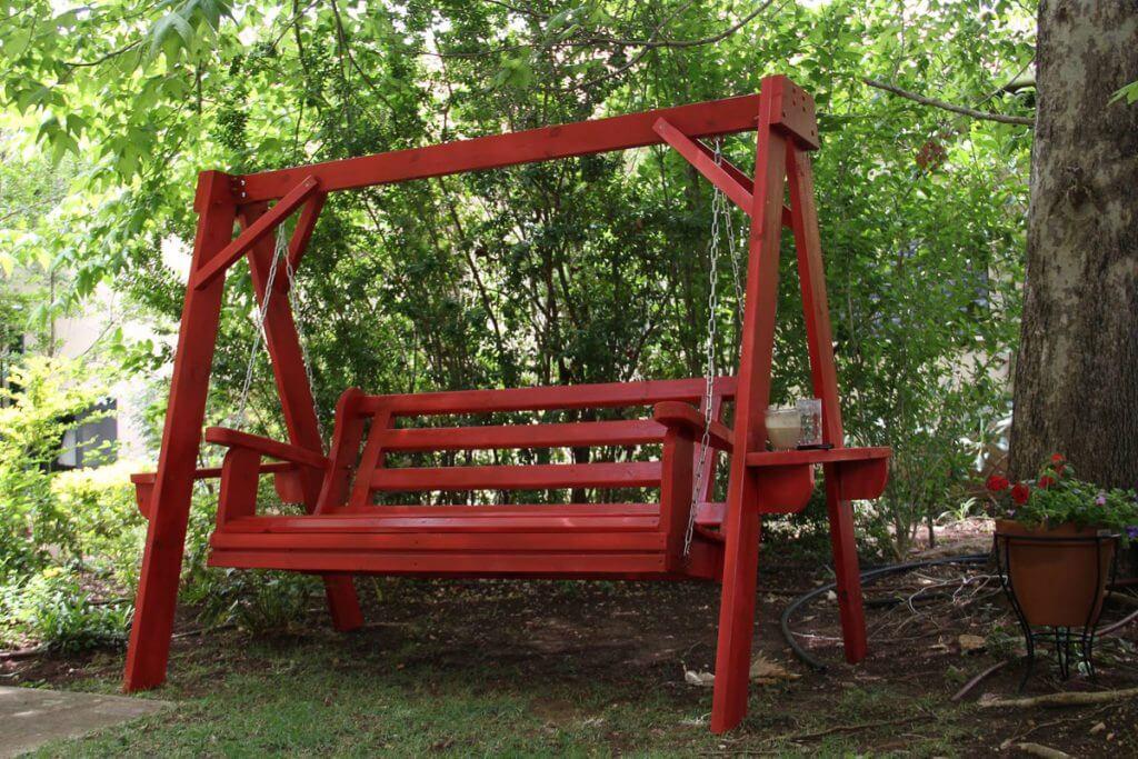 נדנדה צבעונית לחצר - אדום